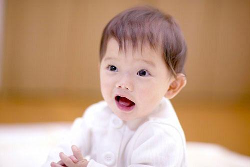 Trẻ mọc răng muộn có sao không?