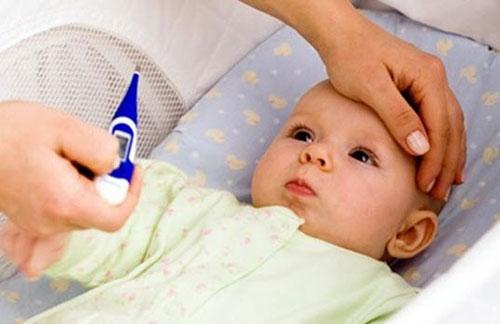 Trẻ mọc răng thường sốt mấy ngày