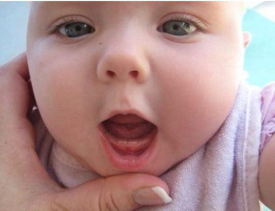 Trẻ mọc răng sốt có cao không