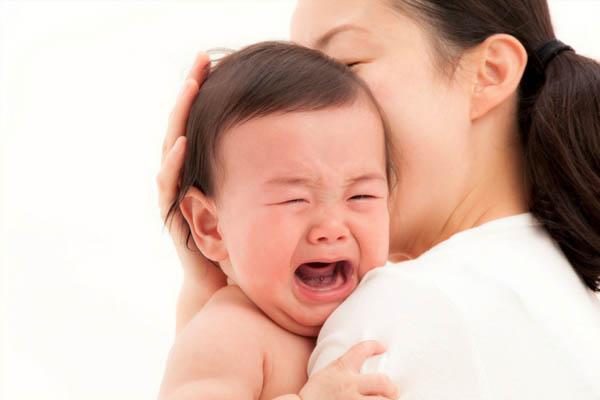 Mẹ cần làm gì khi bé không chịu bú mẹ?