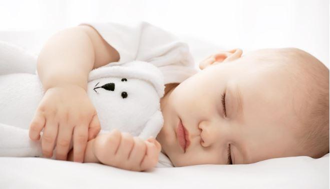 Tư thế ngủ nghiêng trái giúp trẻ giảm áp lực lên dạ dày