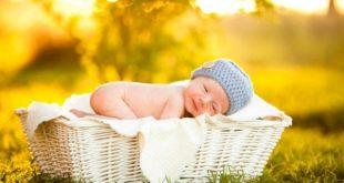 Tắm nắng cho trẻ sơ sinh vào buổi sáng