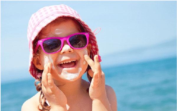 Lưu ý khi sử dụng kem chống nắng cho bé