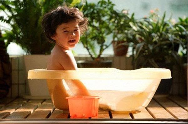Tắm nắng cho trẻ đến mấy tháng tuổi?