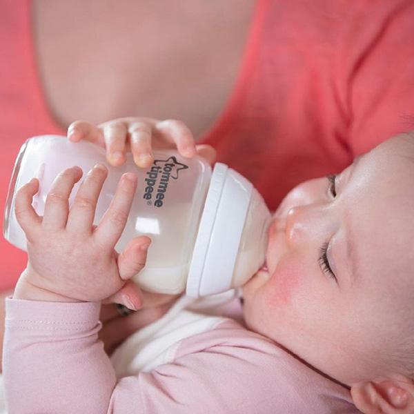Thiết kế thân bình sữa từ chất liệu cao cấp, không BPA an toàn tuyệt đối cho trẻ