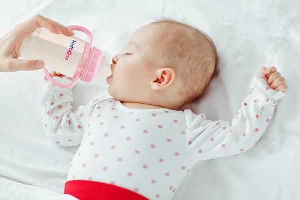 Dreamfeed: cho con ăn trước khi khóc vì đói